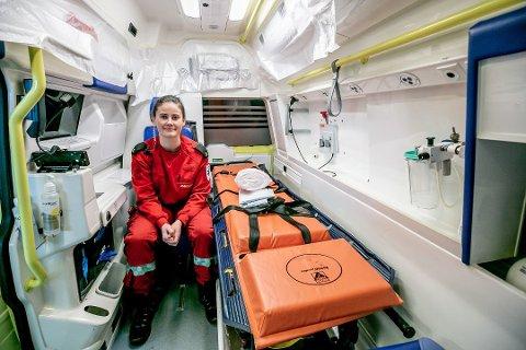 FORNØYD: Nora Olsen Haugen føler at hun har havnet på rett hylle, etter at hun valgte Paramedisin ved UIT for to år siden.