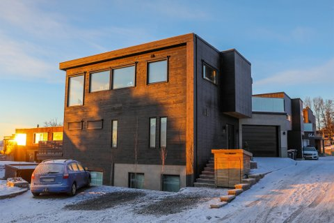 SOLGT: Kveldrovegen 64 B  er solgt for kr 15.250.000 til Maria Holst og Kent Helge Holst.