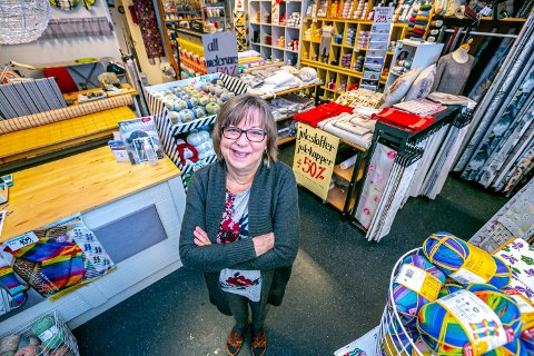 ELSKET HVERT MINUTT: Innehaver av Idé-Søm Jill Anita Leonhardsen pakker ned butikken og flytter.  - Jeg har hatt ti år med fantastiske arbeidsdager.