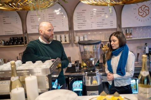 DAGLIG KAMP: Familien overlever på inntekten til Galin Mikhaylov. Ektemannen til Dessislava Ivanova jobber også gratis i kafeen i kampen for å overleve.