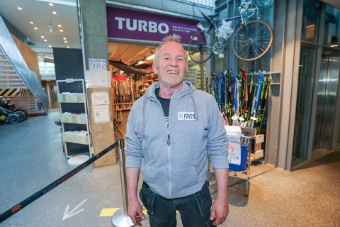 LANDETS STØRSTE: På fem år har Turbo i Tromsø blitt størst i landet på utlån av tur- og fritidsutstyr. Men daglig leder Steinar Dahl tar gjerne imot flere sykler og annet utstyr.