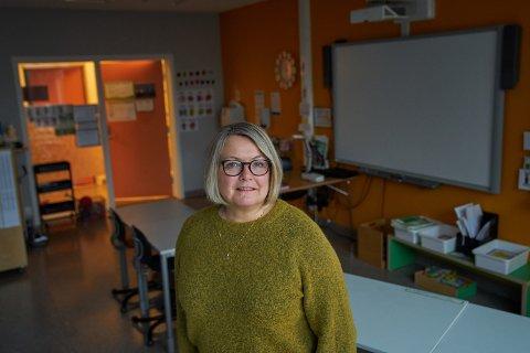 BEKYMRET: Margrethe Hestad Kavli, rektor ved Byafossen skole, er bekymret for hvordan en reduksjon i antall elever vil kunne føre til færre ansatte.
