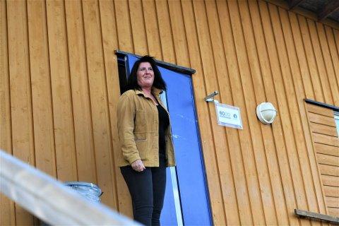 OFFENSIV: Marthe Persgård har vokst opp på gård, og er vant med å ta i et tak. Med tre aktive barn har idretten alltid vært en naturlig del av hverdagen, og nå gleder hun seg til å komme i gang som daglig leder i Steinkjer FK.