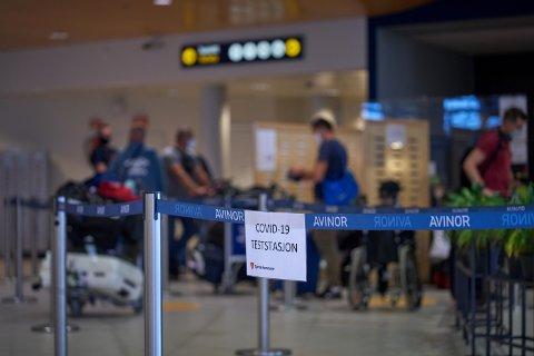 VIL TESTE ALLE: Det er ikke krav om testing av passasjerer som kommer til Værnes fra «røde land». Siden teststasjonen på Værnes ble etablert er det avdekket 39 smittetilfeller.