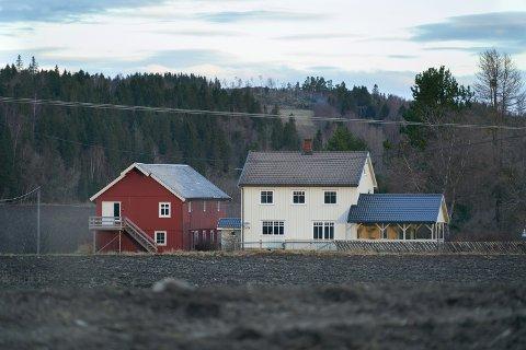 3.200.000: Inderøyvegen 622 på Røra i Inderøy er solgt for kr 3.200.000 fra Roger Ervik og Siv Merete Rønning til Marit Salberg Løe.