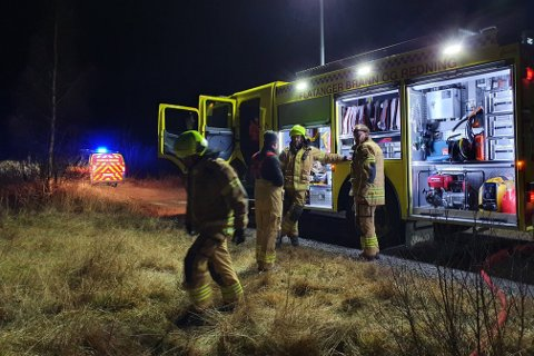 FIKK RASKT OVERSIKT: Da brannvesenet kom til stedet hadde en av brannmannskapene allerede vært på stedet og fått oversikt over omfanget.