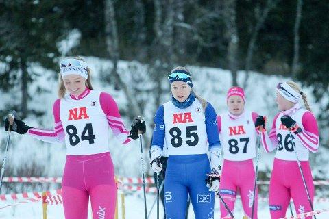 RASKE KVINNER: Sigrid Flatås Aune (startnummer 84), Vibeke Kvistad Dengerud (85), Maren Smulan Sagland (86) og Tale Bruheim Breding (87) var alle i aksjon i Kvelifjellrennet. Sagland vant seniorklassen, Breding vant den eldste juniorklassen og hadde best tid totalt på jentenes 10-kilometer. Skiskytter Dengerud brukte rennet til å spisse langrennsformen foran kommende helgs prøve-NM (normaldistanse) i Granåsen.