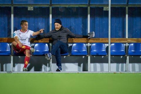 BLIR MED VIDERE: Jo Sondre Aas og Per Verner Rønning (t.h) blir trenere i Levanger FK også i 2021