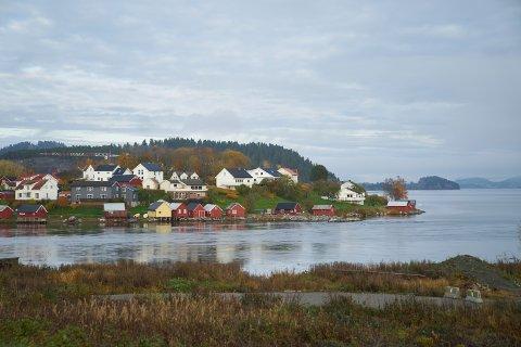 Mannen som ble millionær tirsdag kveld bor i Inderøy kommune. På bildet ser man sentrum i kommunen, Straumen.