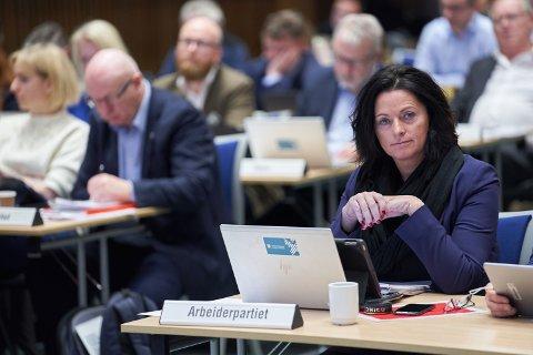 VIL GRANSKE: Leder av kontrollutvalget i Steinkjer kommune, May Britt Lagesen, sier det er for mye som er uklart rundt Dampsaga Bad AS, som kommunen eier. Nå skal selskapet granskes i en forvaltningsrevisjon, der håper Lagesen å få svar på flere av spørsmålene som utvalget ikke har fått besvart.
