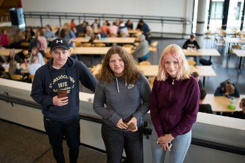 MYE REKLAME:  Kim Daniel Saugestad Krutå, Sara Svarva Austheim og Eir Åsne Lilleby fra Steinkjer ungdomsråd sier de blir utsatt for mye reklame i sosiale medier. To av dem har sett reklame for produkter som skal gi vekttap eller større muskler.