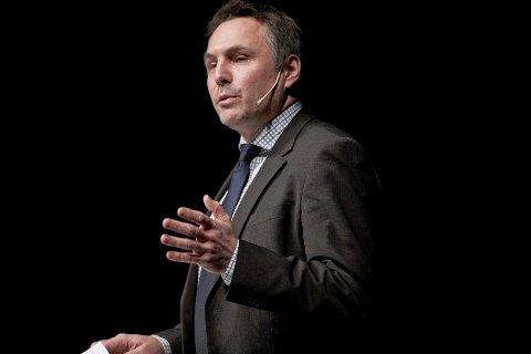 BEKYMRET: Fylkesordfører Tore O. Sandvik (Ap) er bekymret for manglende trønderfokus i ny Nord-strategi.