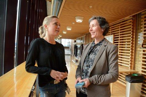 FRYKTER NYE UTBRUDD: Kommuneoverlegene Sunniva Rognerud og Ragnhild Holmberg Aunsmo er begge fornøyde med å være godt i gang med vaksineringen, men frykter fortsatt nye smitteutbrudd.
