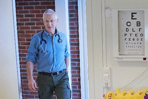 SLAPP NESTEN UNNA: Mange har fått vaksine, og smittebildet i Norge ser ut til å være flatt. Men 16. mai 2021 fikk kommunelege Ulf Seljelid beskjed om at en person bosatt i Snåsa er smittet av koronaviruset.