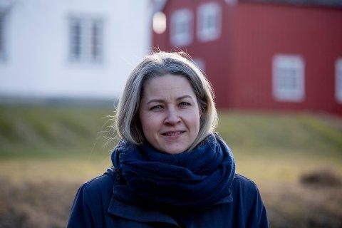 LETTER PÅ TILTAKENE: Kommuneoverlege Guri Falch og resten av kommuneledelsen har bestemt at Inderøy skal følge de nasjonale retningslinjene fra og med onsdag denne uka.