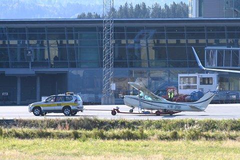 BULANDET:  Flygerne fulgte ikke sjekklisten og fikk ikke lydvarsel da ett av hjulene ikke foldet seg ut ved landing, konkluderer Flyhavarikommisjonen da et Cessna småfly buklandet på Værnes for ett år siden.
