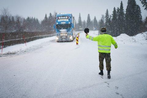 FØLGER MED: Politiet vil følge med på grenseovergangene i Trøndelag som er stengt, deriblant Sandvika i Verdal., der dette bildet er fra.