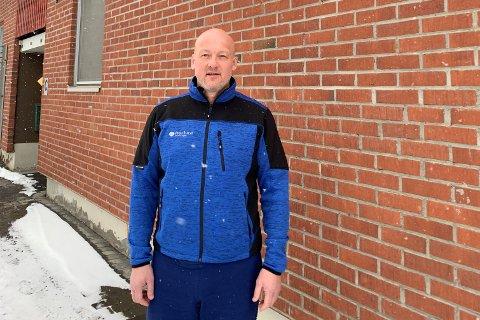 TILFELDIG:  Fabrikkdirektør Svein Erik Carlson berømmer innsatsen til de Nortura-ansatte. Selv kom han tilfeldigvis kjørende forbi på E6 midt under evakueringen.