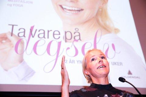 POPULÆR OG OMSTRIDT: Lege og kostholdsekspert Berit Nordstrand, opprinnelig fra Stjørdal, har utgitt en rekke bøker om kosthold og helse. Her fra en boklansering hos Gyldendal i 2016.