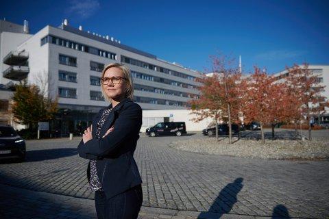 Stortingsrepresentant Ingvild Kjerkol (Ap) foran Sykehuset Levanger.