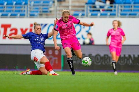 MATCHVINNER: Rosenborgs Julie Blakstad sikret hjemmeseier med sin 2-1-scoring mot LSK Kvinner på Koteng Arena onsdag. Her er hun i duell med Vålerengas Ingibjörg Sigurdardóttir i cupen tidligere denne måneden.