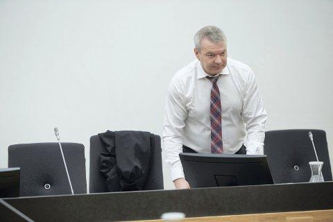 ALVORLIG: Statsadvokat Jarle Wikdahl beskriver saken mot den mindreårige gutten som alvorlig og trist. Gutten er tiltalt for grov voldtekt av et barn som han er i slekt med.