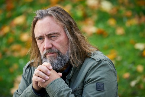 "NY ROMAN: 15. oktober kommer forfatter Carl Frode Tiller med sin nye roman ""Flukt""."