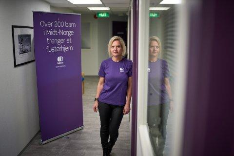 Vivian Lindstrøm er rådgiver hos fosterhjemstjenesten på Steinkjer. Når kommunene nå ber de bosette barn, har de ikke noen fosterhjem å tilby.