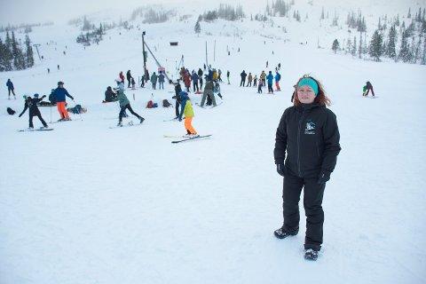 MERÅKER: Daglig leder Aud Ravlo Sakshaug ved Meråker Alpinsenter håper på mye snø og fint vær til vinterferien.
