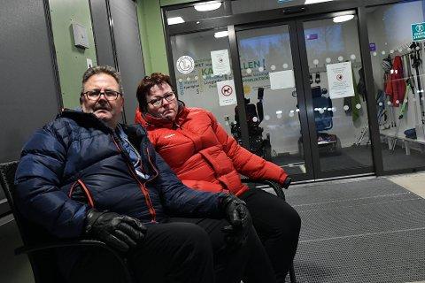RAMMES AV STREIK: Thor Hjelmeland og Anita Stein lider av henholdsvis Parkinson og MS. De er begge inne til rehabilitering ved Kastvollen rehabiliteringssenter. Nå risikerer de å måtte dra hjem midt i behandlingsopplegget hvis institusjonen må stenge på grunn av stort streikeuttak.