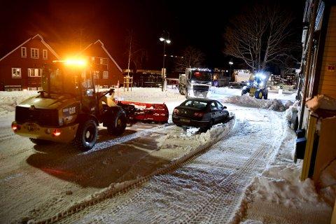 INNSPURT: Levanger kommune prøver å rydde unna så mye snø som mulig før mildværet setter inn.
