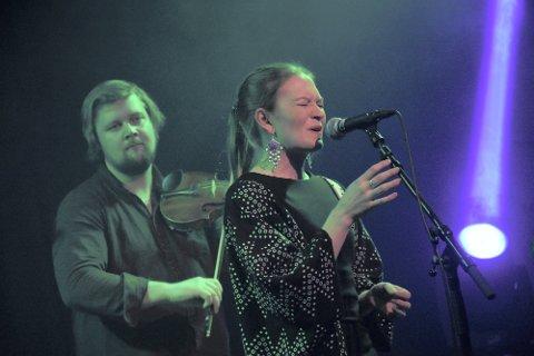 Prisvinner:  Marja Mortensson fra Engerdal i Hedmark får Trøndelag fylkeskommunes kulturpris. Her fra en konsert med bandet Moenje under Hilmarfestivalen  i 2019.
