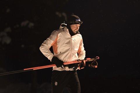 PÅ VEI UT: Emil Iversen er knappe tre uker unna VM i Oberstdorf, men da 24-timersrennet kom til Meråker måtte han selvsagt loggføre noen kilometer.