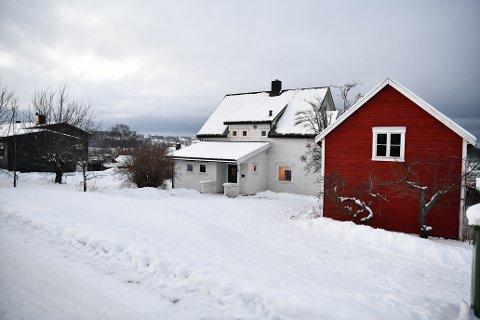 SKAL BLI TO TOMANNSBOLIGER: P W Nilsens veg 6 på Bruborg i Levanger er vedtatt revet. Det skal i stedet oppføres to tomannsboliger med tilhørende carporter på eiendommen.
