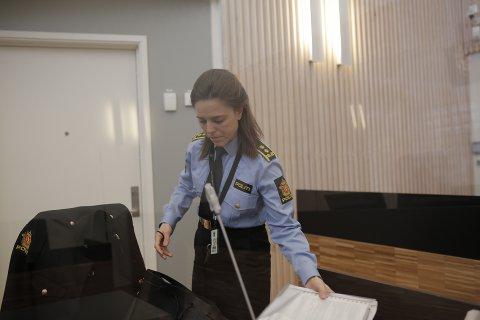 KAN PÅVIRKE VITNER: Politiadvokat Line Dreier Ramberg i tingretten onsdag. Av hensyn til etterforskningen og fornærmede ba hun om fire ukers varetekt for verdalingen.