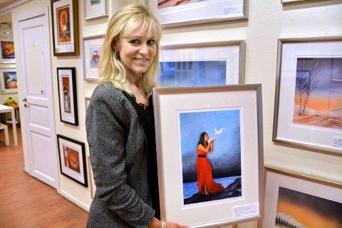 BEKLAGER: Kunstner Åse Juul tar selvkritikk etter at rundt ti av hennes bilder er blitt beskyldt for plagiat. – Jeg er ærlig på det jeg har gjort. Dette har vært en lærepenge, sier kunstneren fra Abelvær.