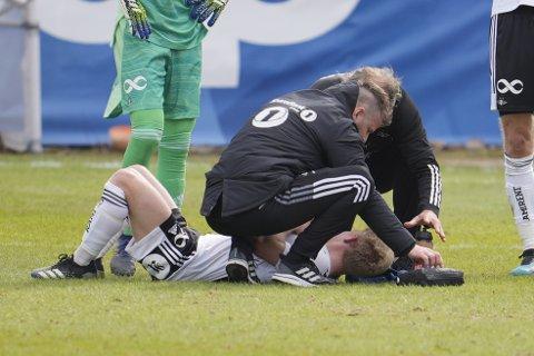 Rosenborgs Edvard Tagseth nede med hodeskade under treningskampen i fotball mellom Rosenborg og Ranheim på Skoglunden treningsbane ved Lerkendal.