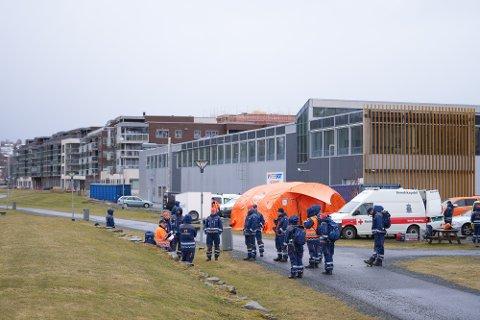 Mannskaper fra Sivilforsvaret og Røde Kors deltok tirsdag i søk etter den savnede mannen i Levanger. Tirsdag ettermiddag ble han funnet omkommet.