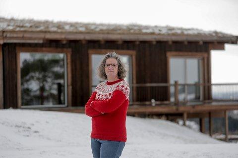 STILTE SPØRSMÅL: Fylkesleder Siv Furunes (SV) var ikke fornøyd med svaret næringsministeren kom med om situasjonen for Øyna kulturlandskapshotell.