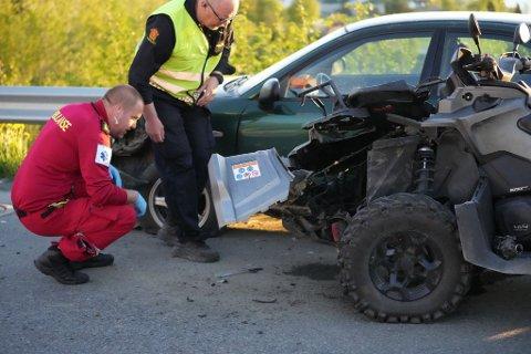 FRONT MOT FRONT: En ATV og en personbil krasjet i Levanger torsdag kveld. To personer ble sendt til sykehus etter ulykken, trolig med lettere skader.
