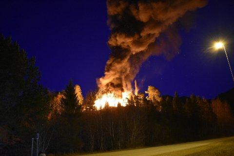 OVERTENT: Eneboligen på Spillum ble totalskadet i brannen natt til søndag. En mann i 40-årene fra Levanger er siktet for å ha tent på.
