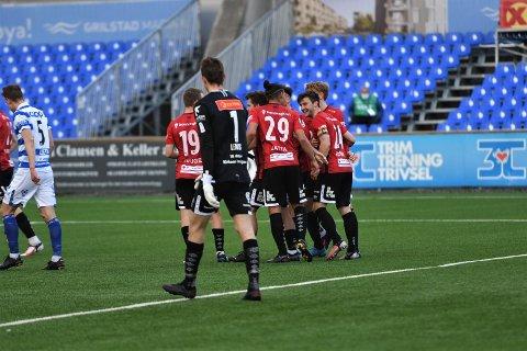 SENKET GAMLEKLUBBEN: Aleksander Foosnæs mottar gratulasjoner etter å satt inn 1-0-scoringen mot Ranheim i lørdagens generalprøve.