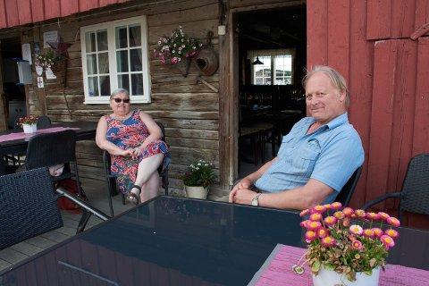 MUNKEBY: –I herberget her på Munkeby er det rom for alle, sier paret Håkon Fiskvik og Sissel Helene Eldal.