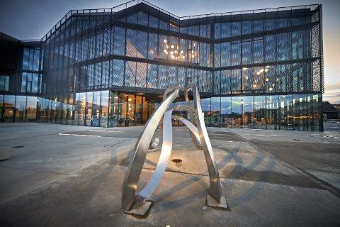 GIKK TIL ANGREP: Voldshendelsen fant sted i en gang i tilknytning til parkeringskjelleren ved Kimen kulturhus i Stjørdal fredag ettermiddag.