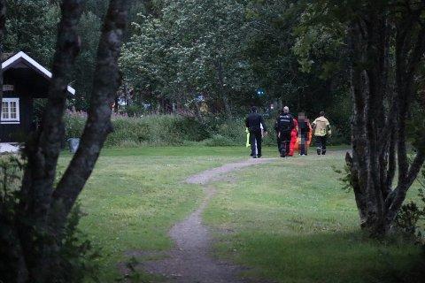 UHELL: En tenåringsjente falt i vannet ved et uhell ved Paradisbukta i Steinkjer søndag kveld. Vedkommende skal etter forholdene ha det bra, men ble sendt til legevakta for sjekk.