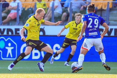 KAMP: Starts Martin Ramsland og Stjørdals-Blinks Robin Bjørnholm-Jatta i aksjon under kampen i 1. divisjon mellom Start og Stjørdals-Blink på Sør Arena i Kristiansand.