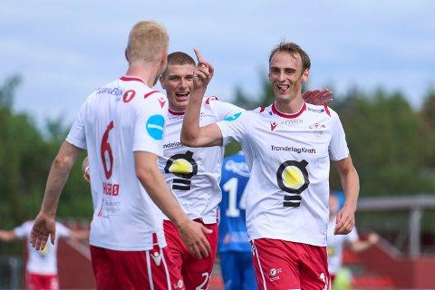 STORSCORER: Arne Gunnes fortsetter å bøtte inn mål for LFK. På søndag senket han Fløy-Flekkerøy med sitt femte- og sjette mål for sesongen.