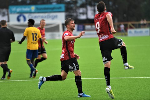 Mer JUBEL?: Mats Lillebo og Sondre Stokke skal prøve å skyte Blink til tre poeng hjemme mot Strømmen.