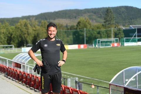 SPENT: Mattias Nylund debuterer som hovedtrener i seriespill for Steinkjer FK lørdag ettermiddag. Han er usikker på hvordan laget står i forhold til de andre, men gleder seg til å komme i gang.