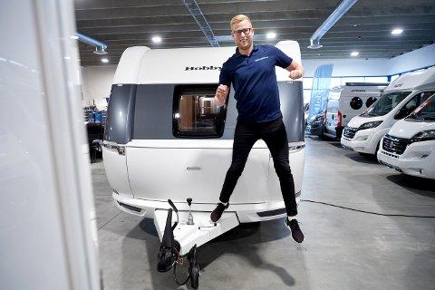 25 PROSENT ØKNING: Jan Frode Kveli på Bobilsenteret i Namsos er i siget for tida. Ut juli har bobilforhandleren hatt en omsetning på 195 millioner kroner – noe som tilsvarer 25 prosent økning fra samme periode i fjor.